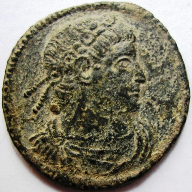 AE3 de Constantino I (Magno). LIBERTAS PVBLICA. Constantinopolis Const_12