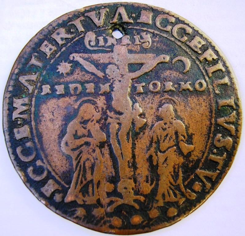 Medalla sobre cricifixión Medall12