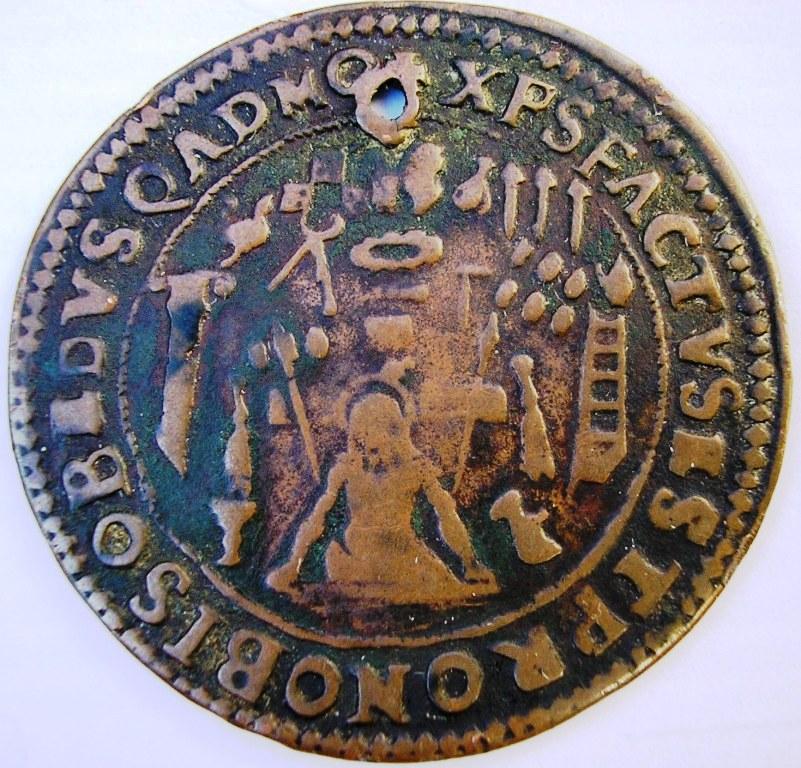 Medalla sobre cricifixión Medall13