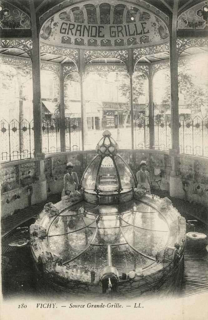 VICHY, « Reine des villes d'eaux » 1_010