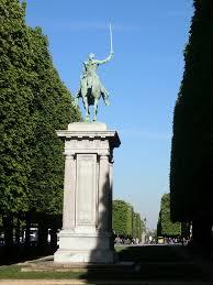 Les 30 ans de la pyramide du Louvre Aaa71