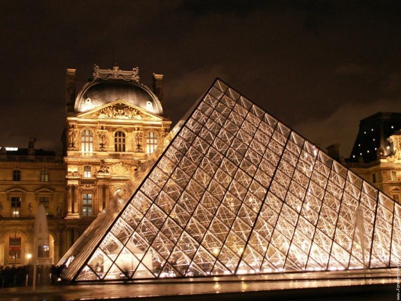 Les 30 ans de la pyramide du Louvre Pyrami10