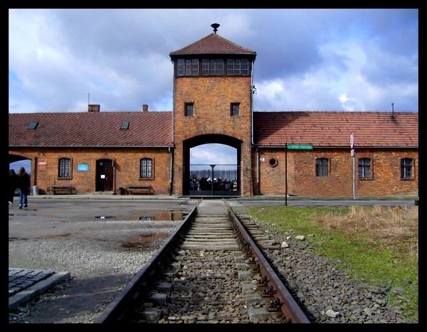 Birkenau, camp de la mort... Sans_t55