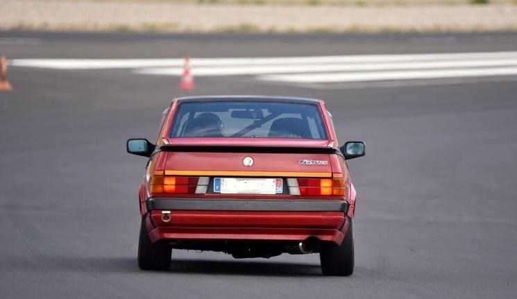 Alfa 75 turbo rouge de piste - Page 2 710ret12