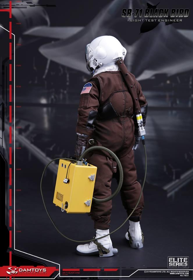Blackbird SR71 - Flight Test engineer: 1/6  (Dam toys) 12998410