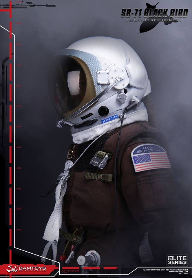 Blackbird SR71 - Flight Test engineer: 1/6  (Dam toys) 13010710