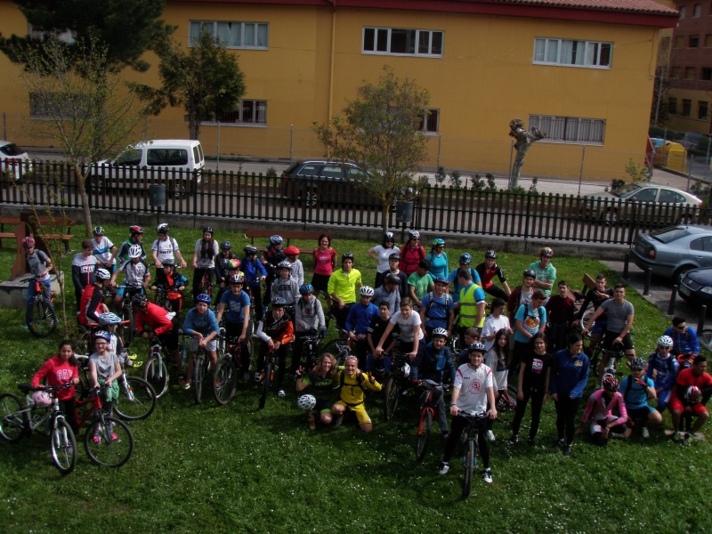Proyecto Bici-Liébana Fiesta de la Bicicleta en Potes 19-4-16 P1010019