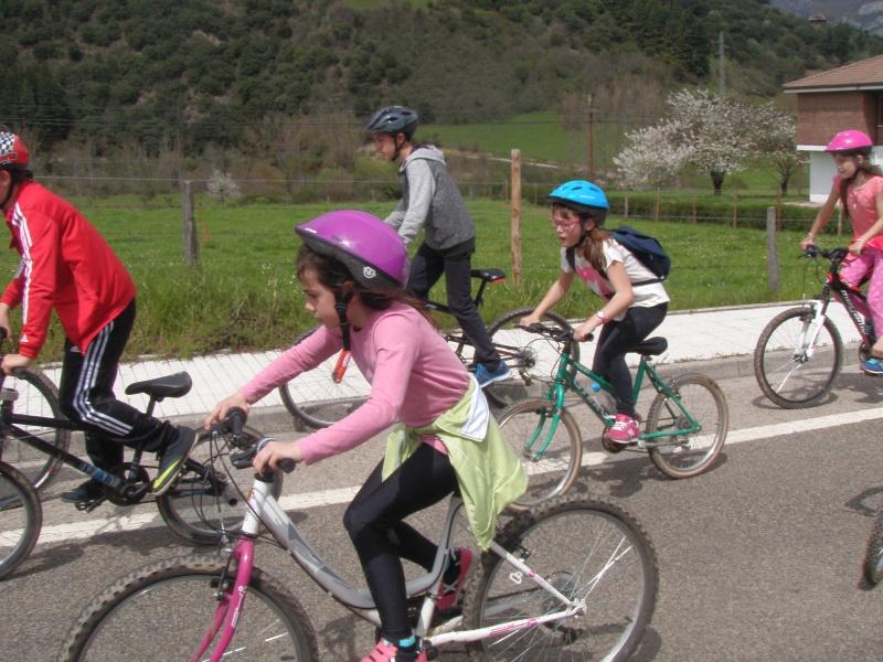Proyecto Bici-Liébana Fiesta de la Bicicleta en Potes 19-4-16 P1010311