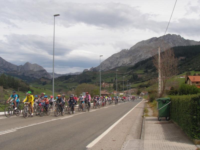 Proyecto Bici-Liébana Fiesta de la Bicicleta en Potes 19-4-16 P1010312