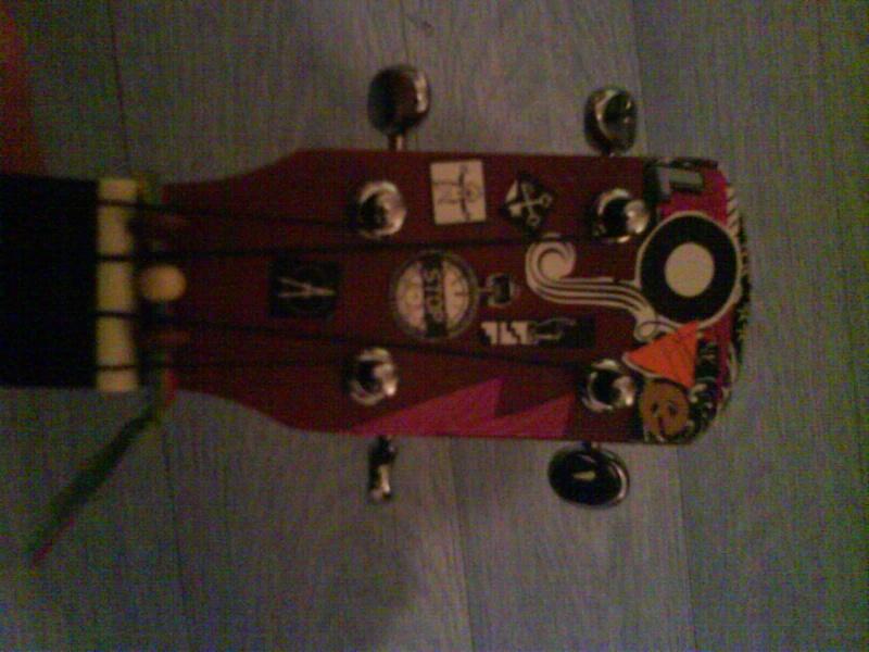 iggy: MiniBen's ukulele =D Dsc00012