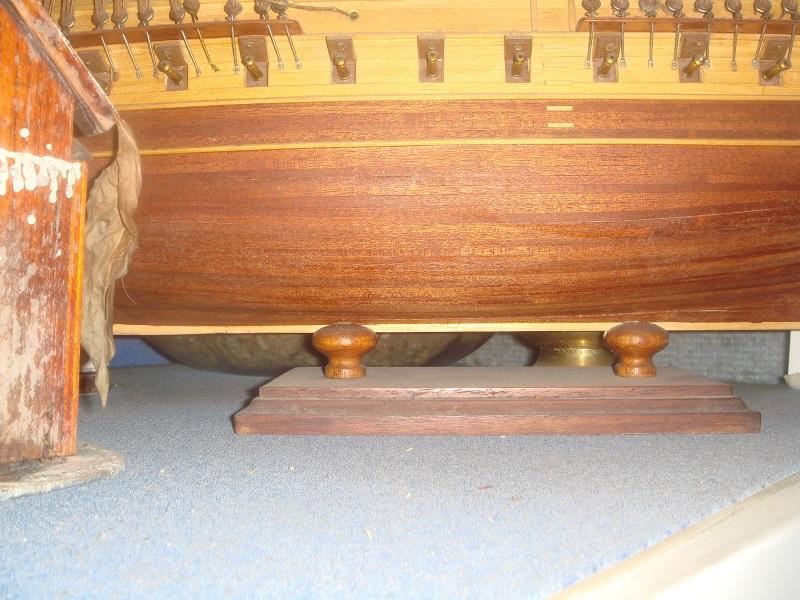 Bismarck 1/200 Trumpeter Dsc00410