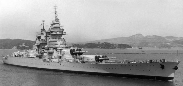 Le Bismarck de chez Revell échelle au 1/570 Richel11