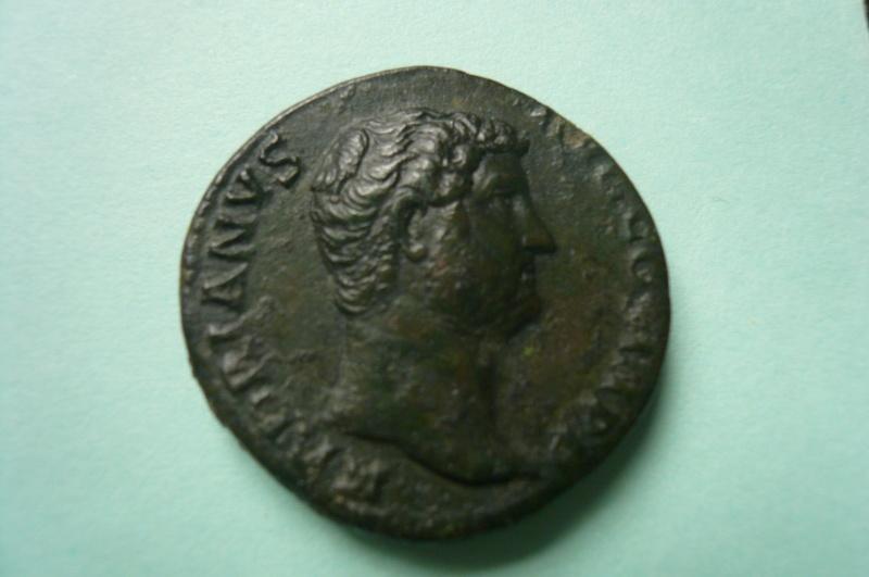 Selon vous, ce moyen bronze d'Hadrien a-t-il été regravé ?  P1080410