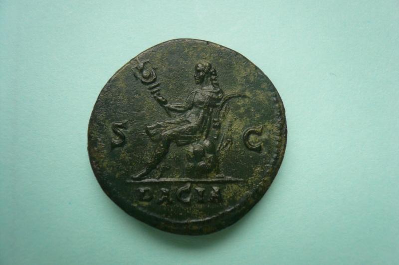 Selon vous, ce moyen bronze d'Hadrien a-t-il été regravé ?  P1080411