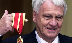 Adiós Sir Robson File_p10