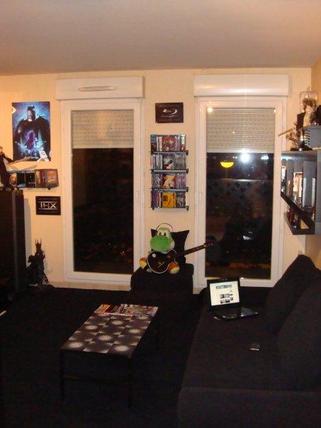 salon dedié à la projection avec un mur noir , qu'elle couleur pour les autres murs? N6541019