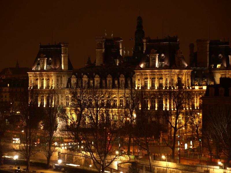 Les Quais by night 33444310