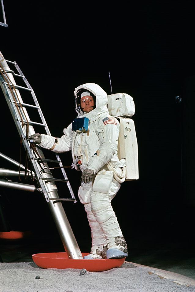 REVELL 1/8 Apollo Astronaut on the Moon Ap11-s13