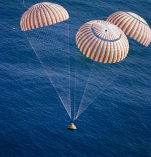Premiers tests des procédures de récupération en mer d'Orion - Page 3 Apollo10