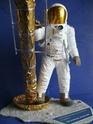 REVELL 1/8 Apollo Astronaut on the Moon Revl_a10