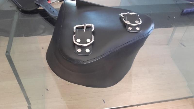 Fabrication d'une sacoche pour softail  20160433
