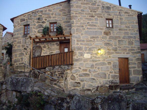 Aldea medieval recuperada de Povoa Dao en Viseu Portugal Imgp5710