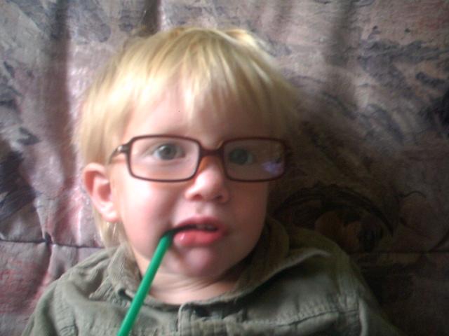 allan avec une de ses nouvelles lunettes Photo_47