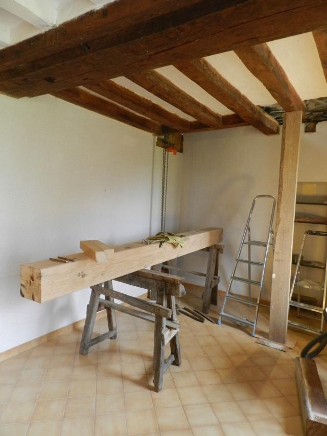 Deux nouveaux poteaux en chêne pour l'escalier Vauvyr10