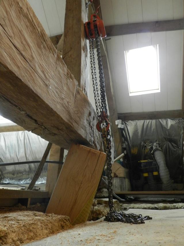 Deux nouveaux poteaux en chêne pour l'escalier Vauvyr12