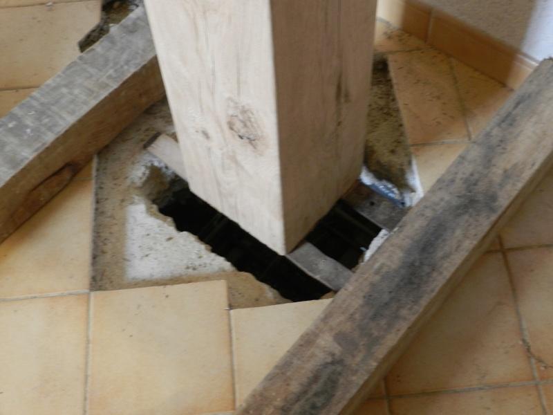 Deux nouveaux poteaux en chêne pour l'escalier Vauvyr13
