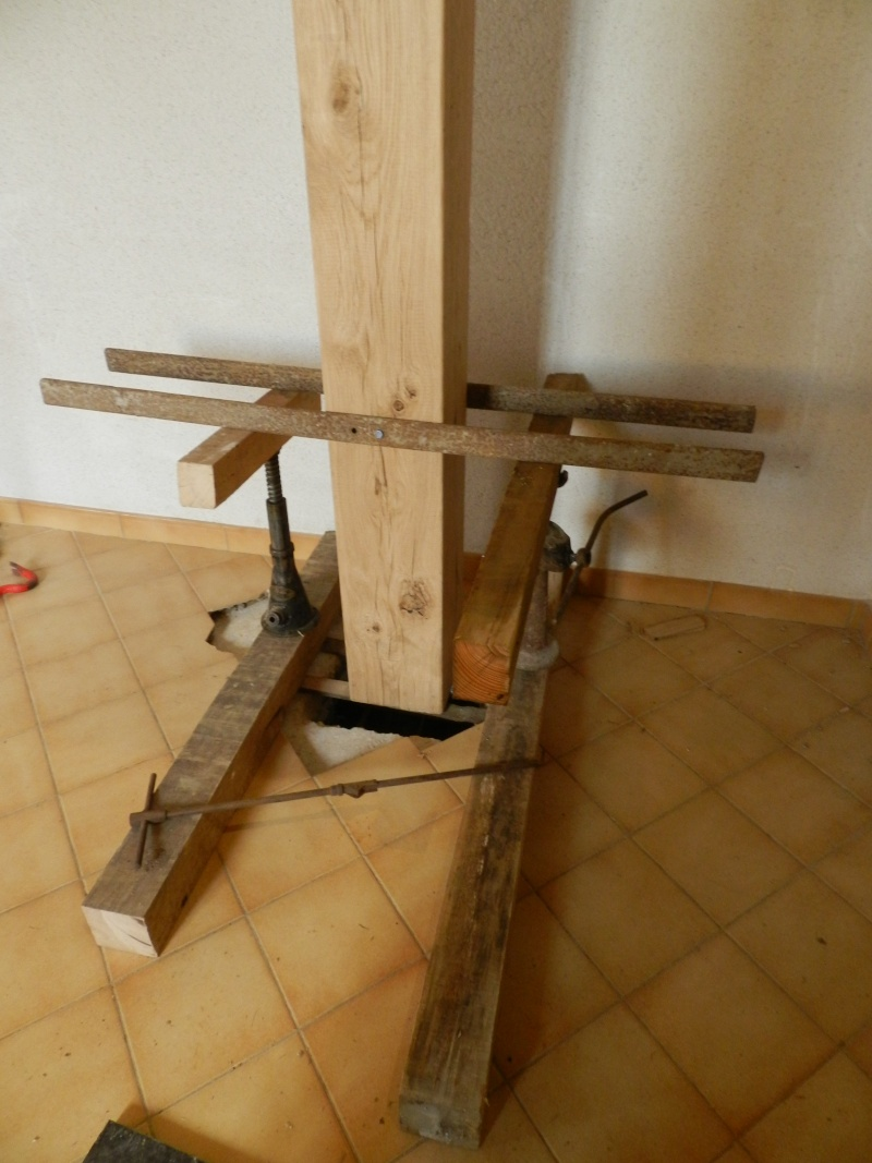 Deux nouveaux poteaux en chêne pour l'escalier Vauvyr14