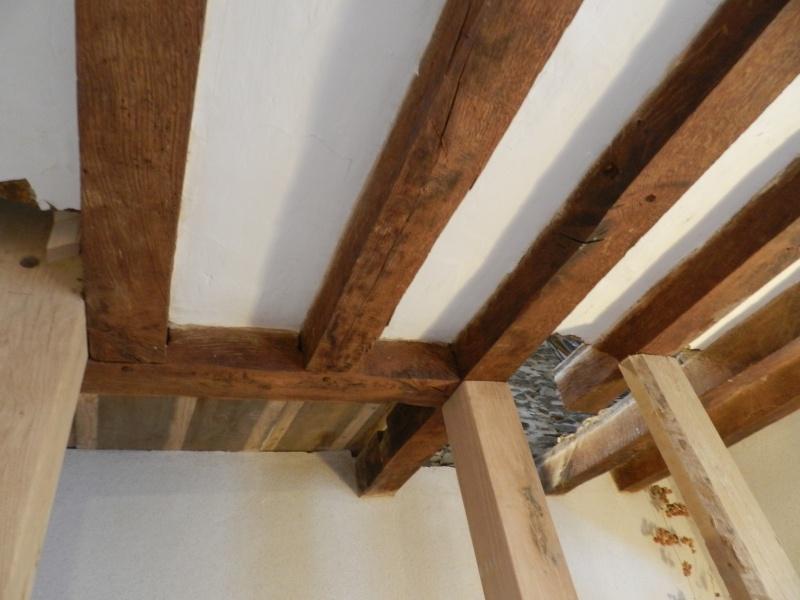 Deux nouveaux poteaux en chêne pour l'escalier Vauvyr18