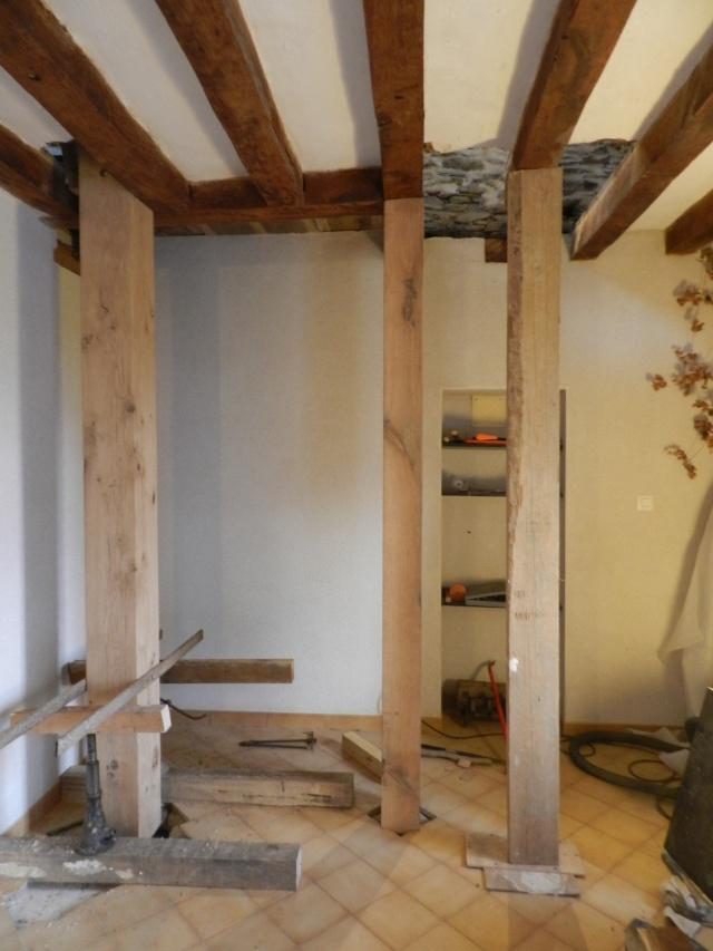 Deux nouveaux poteaux en chêne pour l'escalier Vauvyr19