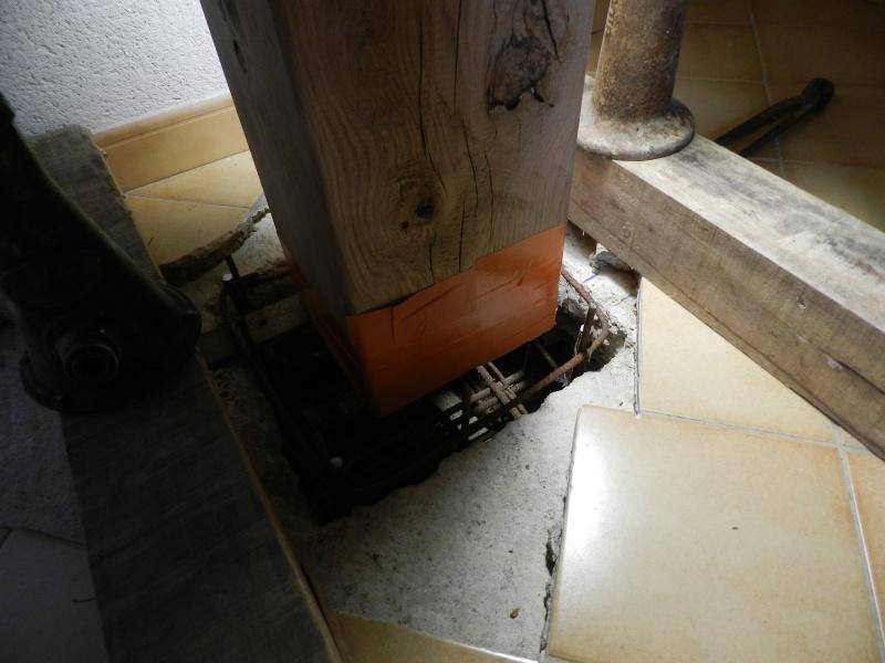 Deux nouveaux poteaux en chêne pour l'escalier Vauvyr23