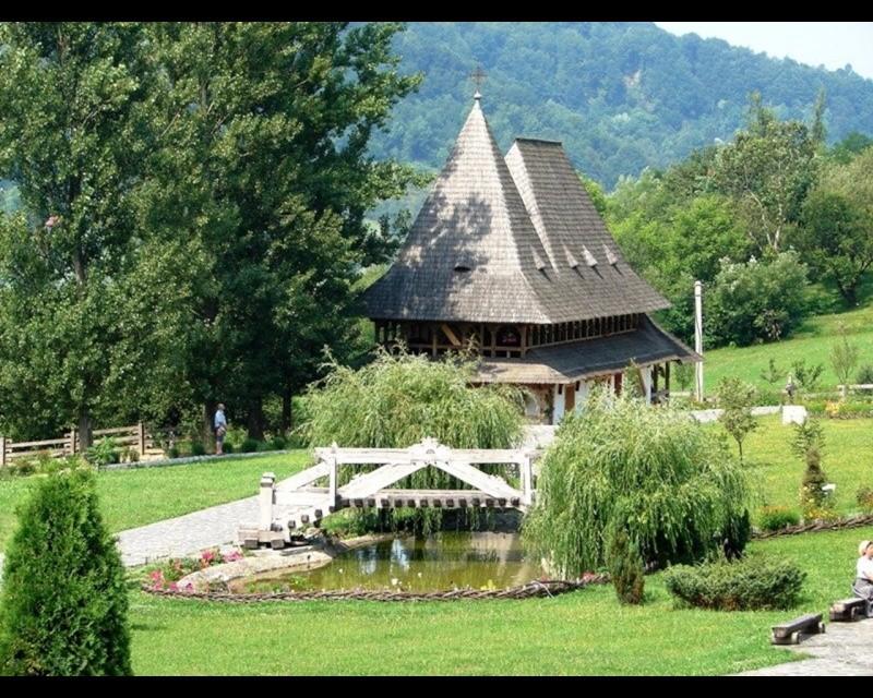 Mănăstirea Bârsana din judetul Maramureş. Clip_125