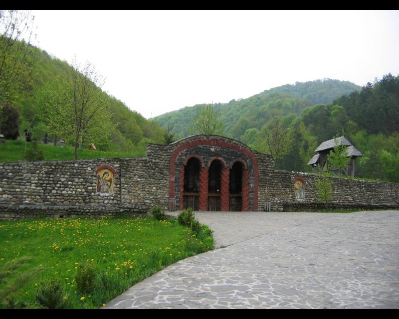 Mănăstirea Bârsana din judetul Maramureş. Clip_229