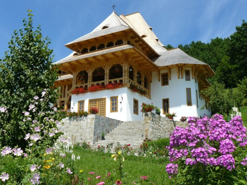 Mănăstirea Bârsana din judetul Maramureş. Clip_325