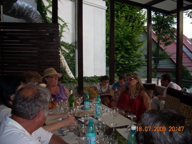 "18 iulie 2009-Volumul de versuri ""Saruta-mi lacrima""a doamnei Atena Mariana Zara prezentat iesenilor Consta10"