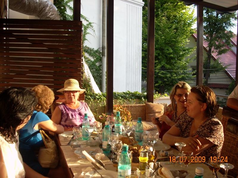 "18 iulie 2009-Volumul de versuri ""Saruta-mi lacrima""a doamnei Atena Mariana Zara prezentat iesenilor Cu_pri14"
