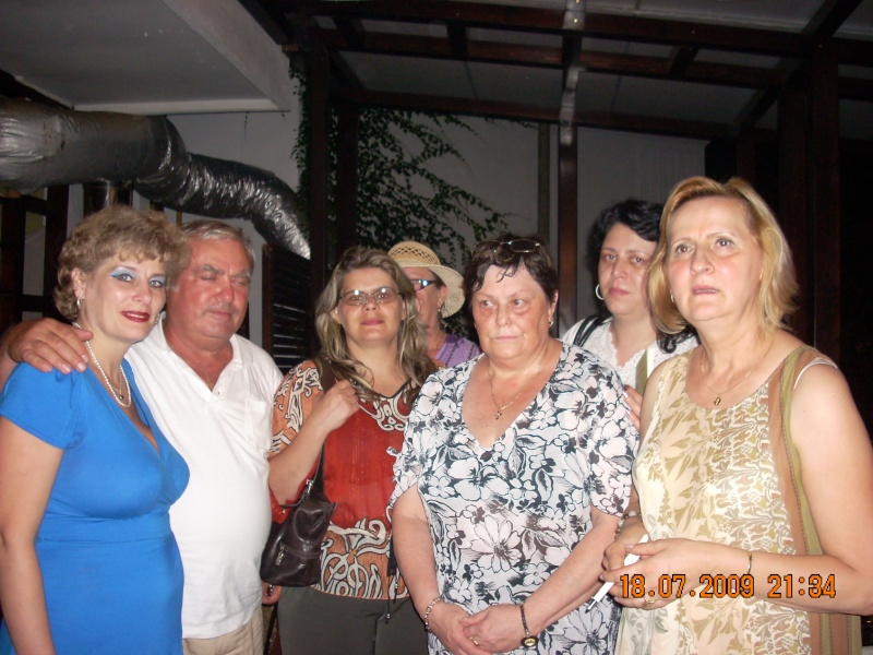 "18 iulie 2009-Volumul de versuri ""Saruta-mi lacrima""a doamnei Atena Mariana Zara prezentat iesenilor Cu_pri15"