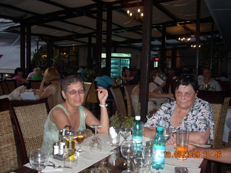 """18 iulie 2009-Volumul de versuri """"Saruta-mi lacrima""""a doamnei Atena Mariana Zara prezentat iesenilor Doinit10"""
