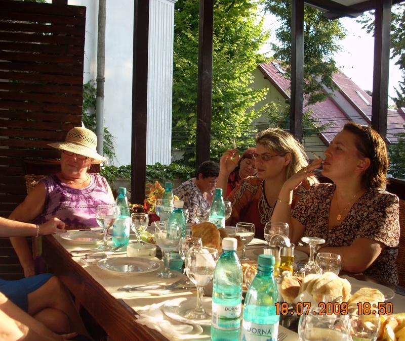 """18 iulie 2009-Volumul de versuri """"Saruta-mi lacrima""""a doamnei Atena Mariana Zara prezentat iesenilor Elena_10"""