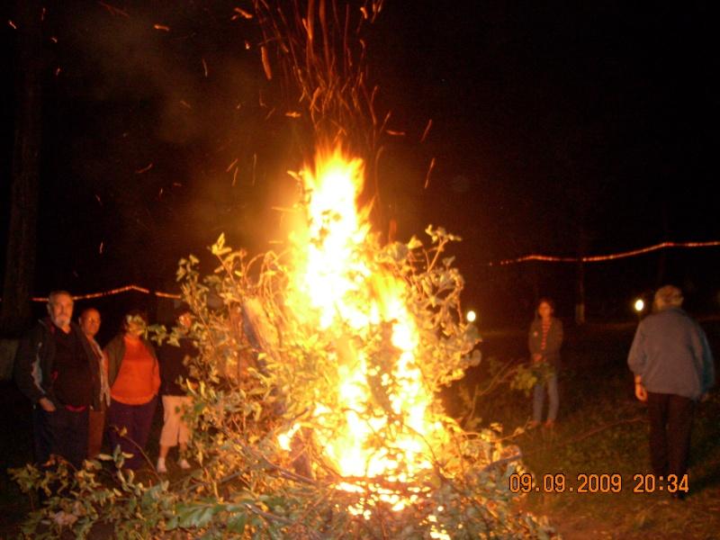 """Dumbrava Minunata""-tabara de la Muncel-Pascani 9-14 septembrie 2009 Foc_de13"