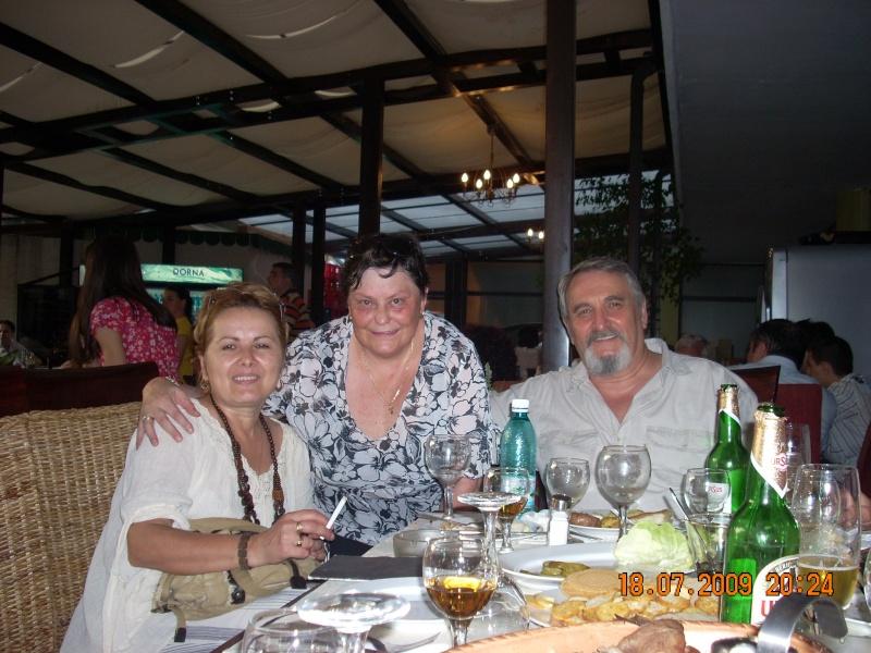 """18 iulie 2009-Volumul de versuri """"Saruta-mi lacrima""""a doamnei Atena Mariana Zara prezentat iesenilor Ica_at10"""