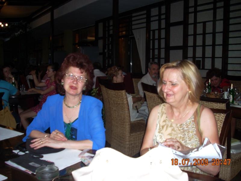 """18 iulie 2009-Volumul de versuri """"Saruta-mi lacrima""""a doamnei Atena Mariana Zara prezentat iesenilor Ligia_10"""