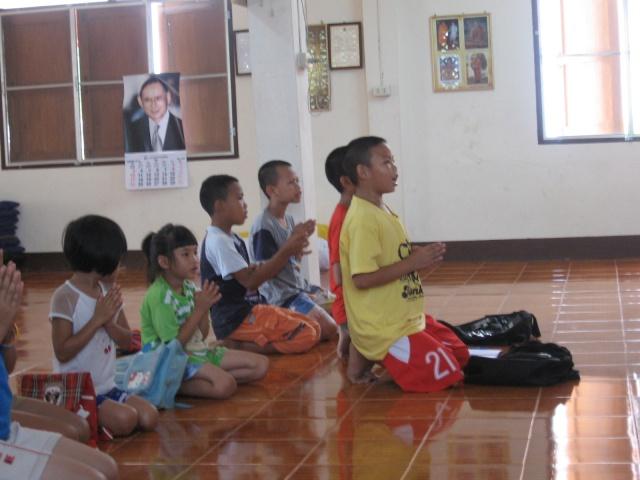 สอนพุทธศาสนาวันอาทิตย์+สอนพิเศษ(31052009) Img_0612