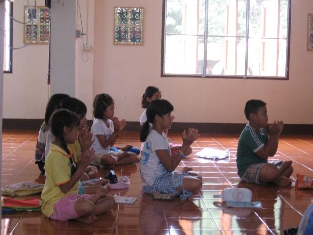 สอนพุทธศาสนาวันอาทิตย์+สอนพิเศษ(31052009) Img_0613