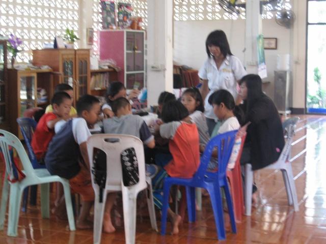 สอนพุทธศาสนาวันอาทิตย์+สอนพิเศษ(31052009) Img_0617