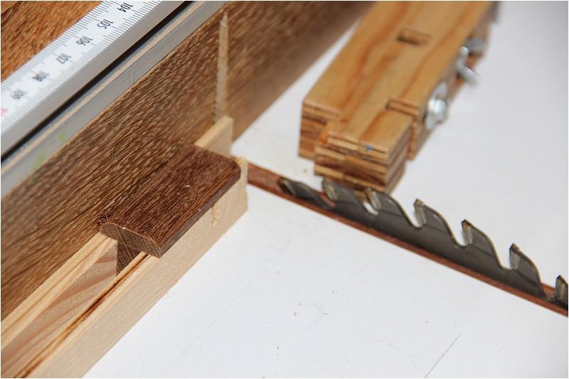 Petit meuble pour échevettes, fait en bois de récup ou venant de chutes. Img_2620