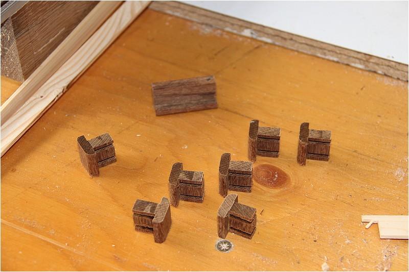 Petit meuble pour échevettes, fait en bois de récup ou venant de chutes. Img_2622